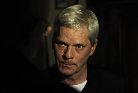 WikiLeaks spokesman Kristinn Hrafnsson speaks to a journalist before a briefing at the Frontline club in London, December 1, 2010.  REUTERS/Paul Hackett