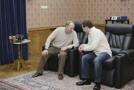 Russia's President Dmitry Medvedev (R) talks with Prime Minister Vladimir Putin at the presidential residence Bocharov Ruchei in Sochi, December 3, 2010. REUTERS/Vladimir Rodionov/RIA Novosti/Kremlin