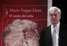 <p>Imagen de archivo del escritor ganador del premio Nobel de literatura Mario Vargas Llosa, durante una conferencia en Madrid. Nov 3 2010 El escritor ganador del premio Nobel de literatura Mario Vargas Llosa dijo el lunes que no volverá a competir por la presidencia de Perú, aclarando que su candidatura en 1990 se debió a circunstancias excepcionales. REUTERS/Andrea Comas/ARCHIVO</p>