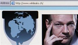 <p>Captura de pantalla de un navegador de internet dentro del sitio web de WikiLeaks. A la derecha de la imagen aparece el fundador de la página, Julian Assange. Suecia entregó toda la información solicitada por la policía británica en relación a una orden de arresto del fundador de WikiLeaks, Julian Assange, dijo el lunes la fiscalía estatal. REUTERS/Christian Hartmann</p>