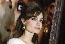 """<p>Angelina Jolie na estreia do filme """"O Turista"""" em Nova York. 06/12/2010 REUTERS/Lucas Jackson</p>"""