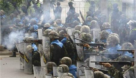 File photo of Thai army soldiers firing at anti-government ''red-shirt'' protesters on a highway near the old airport in the northern suburbs of Bangkok April 28, 2010. REUTERS/Eric Gaillard/Files