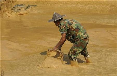A labourer works at the site of a rare earth metals mine at Nancheng county, Jiangxi province October 31, 2010. REUTERS/Stringer