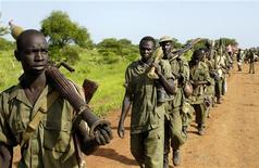 <p>Sudan People's Liberation Army (SPLA) soldiers redeploy south from the Abyei area, in line with the road map to resolve the Abyei crisis, in this picture released by the United Nations Mission in Sudan (UNMIS) on July 4, 2008. REUTERS/Tim McKulka/UNMIS/Handout</p>