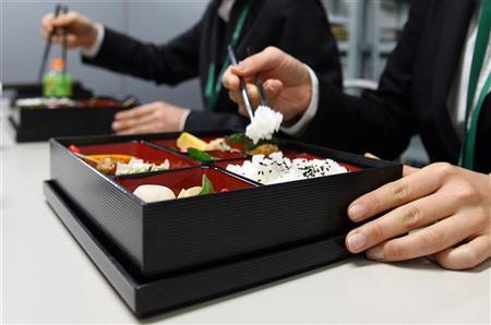 Support staff at the G20 meeting on climate change use reusuable chopsticks to eat from traditional reusable ''bento'' boxes during their lunch break in Chiba, near Tokyo, March 15, 2008. REUTERS/Yuriko Nakao (JAPAN)