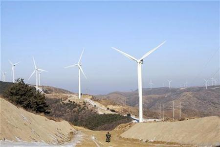 A general view shows the Tazigou wind power station in Fuxin, Liaoning province November 21, 2009. REUTERS/Stringer