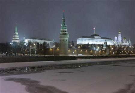 A general view of the Kremlin in Moscow is seen from the frozen Moscow River January 7, 2010. Picture taken January 7, 2010. REUTERS/Sergei Karpukhin