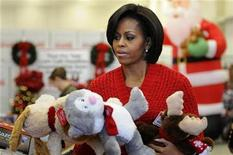 <p>U.S. first lady Michelle Obama carries stuffed toy animals as she helps sort toys for boys and girls as she visits the Toys for Tots distribution center at Joint Base Anacostia-Bolling in Washington, December 17, 2010. REUTERS/Jonathan Ernst</p>