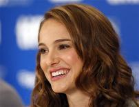 """<p>Natalie Portman durante coletiva de imprensa para divulgar o filme """"Black Swan"""" no Festival de Toronto. A atriz está noiva de um dançarino de balé e o casal aguarda seu primeiro filho, informou a revista People nesta segunda-feira. 14/09/2010 REUTERS/Mike Cassese/Arquivo</p>"""