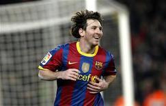 <p>Lionel Messi, do Barcelona, comemora gol contra o Real Sociedad durante partida pela primeira divisão do Campeonato Espanhol, em Barcelona, 12 de dezembro de 2010. REUTERS/Albert Gea</p>