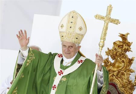 Pope Benedict XVI waves at the end of a mass during his pastoral visit in Palermo, south of Italy, October 3, 2010. REUTERS/Tony Gentile/Files