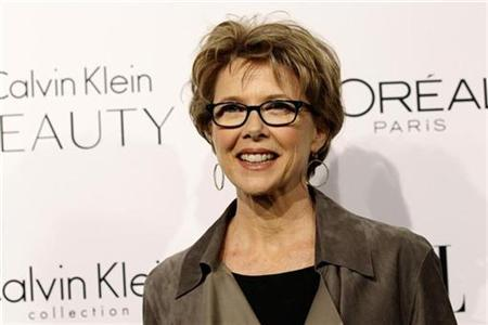 Actress Annette Bening poses at the 17th Annual Women in Hollywood Tribute gala in Los Angeles October 18, 2010. REUTERS/Mario Anzuoni
