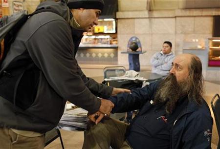 Boston Health Care for the Homeless Program street team member Dr. Patrick Perri (L) examines the sore arm of John Matwichuk, who is homeless, in Boston, Massachusetts December 15, 2010. REUTERS/Brian Snyder