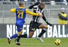 <p>Felipe Melo foi expulso em jogo em que a Juventus foi goleada por 4 x 1 pelo Parma. REUTERS/Giorgio Perottino</p>