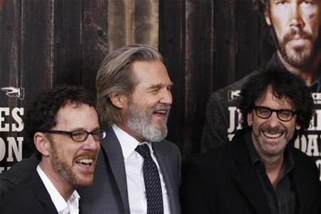 Cast member Jeff Bridges (C) arrives with directors Ethan (L) and Joel Coen for the premiere of the movie ''True Grit'' in New York December 14, 2010. REUTERS/Lucas Jackson