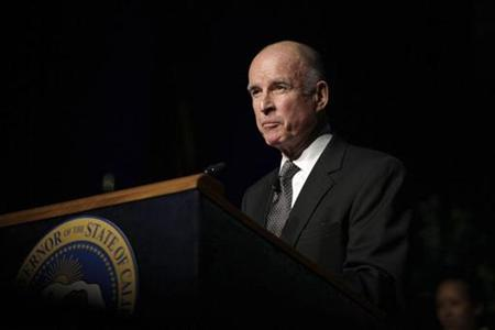 Newly sworn California Governor Jerry Brown addresses the audience during his inauguration in Sacramento, California January 3, 2011. Photo taken January 3, 2011. REUTERS/Robert Durell