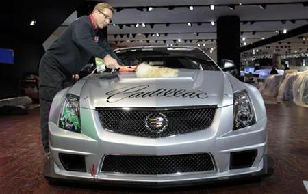 Michael Price cleans a Cadillac CTS-V coupe race car before its debut for press days at the North American International Auto show in Detroit, Michigan January 8, 2011. REUTERS/Rebecca Cook
