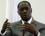 <p>Ivory Coast's presidential claimant Alassane Ouattara (R) addresses a news conference at the Golf hotel, his headquarters in Abidjan, January 6, 2011. REUTERS/ Thierry Gouegnon</p>