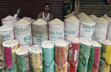A vendor waits for customers as he sells rice at a market in Kolkata September 23, 2010. REUTERS/Rupak De Chowdhuri/Files