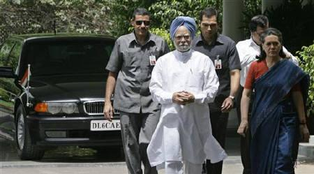 India's Prime Minister Manmohan Singh (C) and Chief of India's Congress party Sonia Gandhi (R) followed by their bodyguards in New Delhi May 20, 2009. Food inflation is fuelling tensions within India's ruling coalition, highlighting how high food prices have become a major voter  issue ahead of state elections. REUTERS/B Mathur/Files