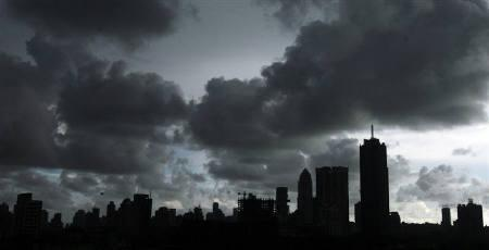 Clouds loom over Mumbai's skyline June 21, 2009. REUTERS/Arko Datta/Files