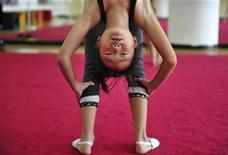 <p>A student attends a gymnastics class at a youth recreation centre in Shenyang, Liaoning province, September 12, 2010. REUTERS/Sheng Li</p>