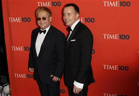 Musician Elton John (L) and his partner David Furnish arrive for ''Time Magazine's 100 Most Influential People in the World'' gala in New York May 4, 2010. REUTERS/Lucas Jackson