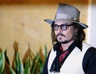 """<p>Johnny Depp chega à estreia do filme """"O Turista"""" em Roma. 15/12/2010 REUTERS/Alessia Pierdomenico/Arquivo</p>"""