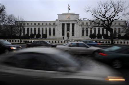 Morning commuters drive past the Federal Reserve Bank building in Washington March 18, 2009.  REUTERS/Jonathan Ernst/Files