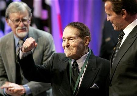 Fitness pioneer Jack LaLanne (C) pumps his fist after receiving a Spirit of California Medal from California Governor Arnold Schwarzenegger (R) during the California Hall of Fame Induction Ceremony at The California Museum in Sacramento, California December 15, 2008. REUTERS/The California Museum/Handout