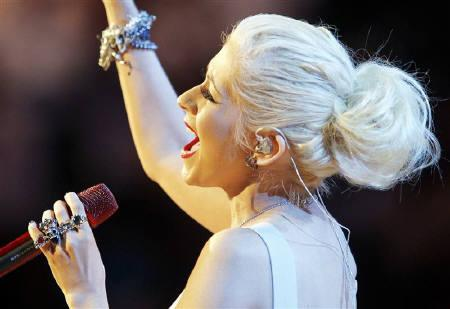 File photo of singer Christina Aguilera as she performs the national anthem in Los Angeles, California, June 17, 2010.  Aguilera will sing the national anthem at the Super Bowl on February 6, Fox television and the National Football League announced on Monday. REUTERS/Mike Blake/Files