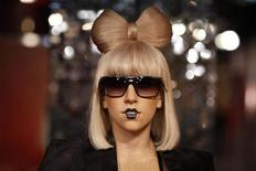 <p>As vendas combinadas de seus álbuns de três álbuns de Lady Gaga chegam a 15 milhões, um número respeitável mesmo na época anterior à crise da indústria musical. 09/12/2011 REUTERS/Thomas Peter</p>