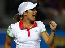 <p>Justine Henin durante jogo contra Sania Mirza no Aberto da Austrália, em Melbourne. A tenista ex-número um do mundo decidiu se aposentar pela segunda vez, devido a uma lesão no cotovelo, disse sua porta-voz. 17/01/2011 REUTERS/Petar Kujundzic</p>