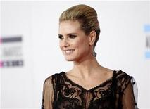 <p>Model and host Heidi Klum arrives at the 2010 American Music Awards in Los Angeles November 21, 2010. REUTERS/Danny Moloshok</p>