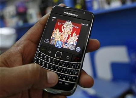 A customer holds a BlackBerry handset at a mobile phone shop in the western Indian city of Ahmedabad August 26, 2010. REUTERS/Amit Dave
