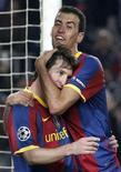 <p>O meio-campista Sergio Busquets ampliou seu contrato com o Barcelona, equipe em que joga com o argentino Lionel Messi. 20/10/2010 REUTERS/Gustau Nacarino</p>