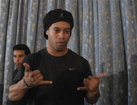 Brazilian soccer player Ronaldinho gestures during a news conference at Copacabana Palace hotel in Rio de Janeiro, January 6, 2011.  REUTERS/Bruno Domingos