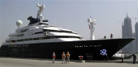 Microsoft Corp. co-founder Paul Allen's yacht Octopus arrives in Shanghai, March 29, 2007. A helicopter from the megayacht made an emergency landing on water in Argentina's far south on Monday, but there were no injuries, the coast guard said. REUTERS/Stringer/Files