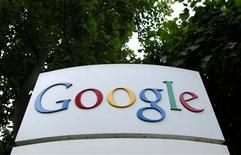 <p>Google a mis en place lundi un service téléphonique pour permettre aux Egyptiens de contourner le blocage de l'internet imposé par le gouvernement et d'envoyer des messages sur le réseau social Twitter sans avoir à recourir à une connexion au web. /Photo d'archives/REUTERS</p>