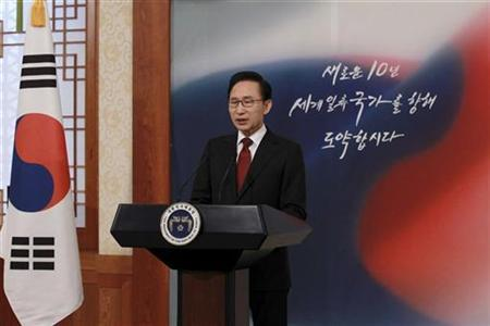 South Korea's President Lee Myung-Bak speaks to the nation at the presidential Blue House in Seoul January 3, 2011. REUTERS/The Blue House/Handout