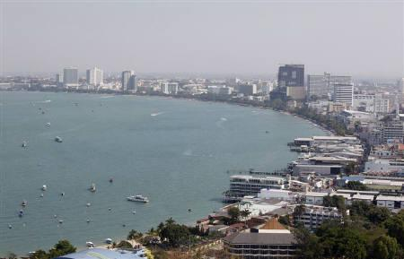 A general view shows the beach town of Pattaya, nearly 150 km (90 miles) east of Bangkok January 26, 2011. REUTERS/Chaiwat Subprasom