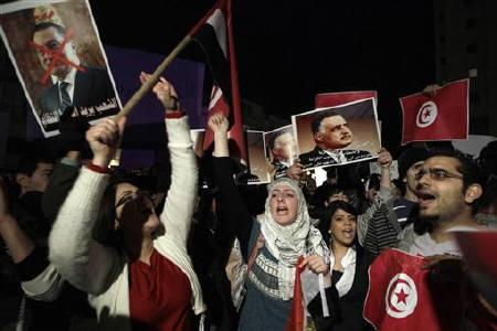 Israeli-Arab protesters hold Tunisian flags and posters depicting Egypt's President Hosni Mubarak (L) and former Egyptian President Gamal Abdel Nasser during a demonstration outside the Egyptian embassy in Tel Aviv, to show support for the people of Egypt and Tunisia, February 1, 2011. REUTERS/Ammar Awad