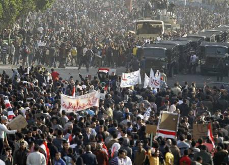 Pro-government demonstrators (front) face-off against anti-Mubarak supporters near Tahrir Square in Cairo February 2, 2011. REUTERS/Mohamed Abdel Ghany