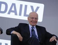 <p>Rupert Murdoch, PDG de News Corp, lors du lancement de The Daily, est un quotidien d'informations générales exclusivement pour des tablettes de type iPad. Le groupe a fait état de résultats trimestriels en hausse, à la faveur d'un bond des revenus publicitaires des réseaux câblés du groupe de médias. /Photo prise le 2 février 2011/REUTERS/Brendan McDermid</p>