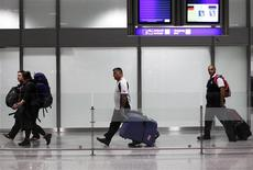 <p>Australian tourists, transiting in Germany, arrive with the first Australian special charter flight from Cairo at the Frankfurt airport, February 2, 2011. REUTERS/Alex Domanski</p>