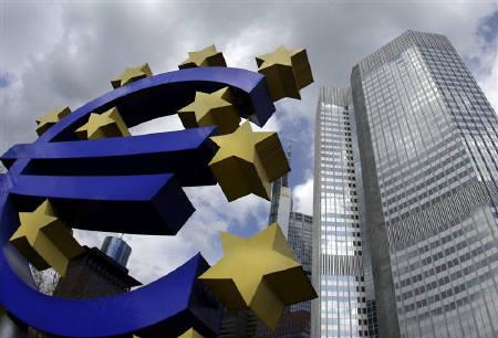 A sculpture showing the euro currency sign is seen in front of the European Central Bank (ECB) headquarters (R) in Frankfurt April 1, 2010.  REUTERS/Kai Pfaffenbach/Files