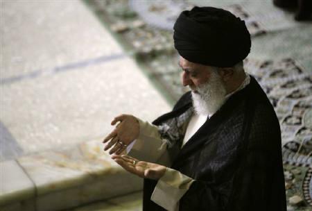 EDITORS' NOTE: Reuters and other foreign media are subject to Iranian restrictions on their ability to report, film or take pictures in Tehran.Iran's Supreme Leader Ayatollah Ali Khamenei prays Friday prayers in Tehran University June 19, 2009. REUTERS/Morteza Nikoubazl/Files