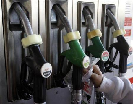 A driver reaches for a pump at a petrol station in Madrid January 21, 2011. REUTERS/Sergio Perez