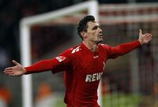 <p>Milivoje Novakovic, do Colônia, comemora depois de marcar um gol contra o Bayern de Munique, em Colônia, 5 de fevereiro de 2011. REUTERS/Ina Fassbender</p>