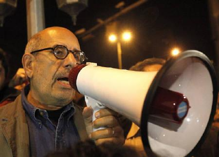 Egyptian opposition leader Mohamed ElBaradei speaks to protesters at Tahrir Square in Cairo January 30, 2011. REUTERS/Asmaa Waguih/Files